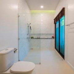 Отель Вилла Acasia Pool Villa Resort Phuket Бухта Чалонг ванная фото 2