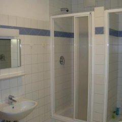 Отель Hostel Haunspergstraße Австрия, Зальцбург - отзывы, цены и фото номеров - забронировать отель Hostel Haunspergstraße онлайн ванная фото 2