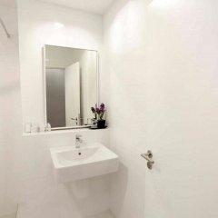 Отель Sleep Box By Miracle Бангкок ванная