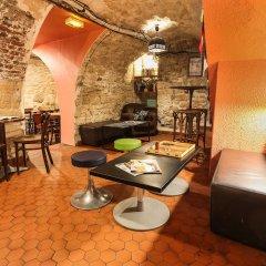 Отель Young & Happy Latin Quarter by Hiphophostels питание фото 2