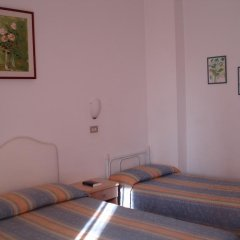 Отель Albergo B&b Serafini Римини комната для гостей фото 3