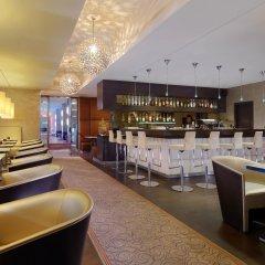 Отель Sheraton Munich Arabellapark Hotel Германия, Мюнхен - отзывы, цены и фото номеров - забронировать отель Sheraton Munich Arabellapark Hotel онлайн гостиничный бар