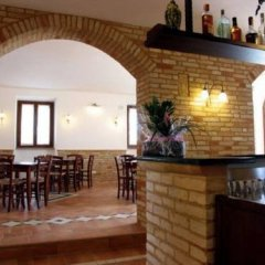 Отель Agriturismo Raggioverde Италия, Реканати - отзывы, цены и фото номеров - забронировать отель Agriturismo Raggioverde онлайн гостиничный бар