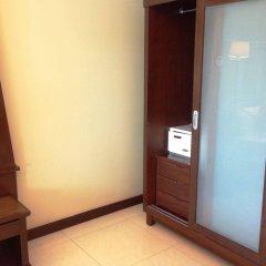 Отель August Suites Pattaya Паттайя сейф в номере