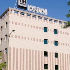 Отель NH Madrid Barajas Airport парковка