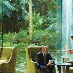 Отель Shangri-La Hotel Kuala Lumpur Малайзия, Куала-Лумпур - 1 отзыв об отеле, цены и фото номеров - забронировать отель Shangri-La Hotel Kuala Lumpur онлайн приотельная территория фото 2