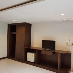 Отель Hi Karon Beach Dormtel сейф в номере
