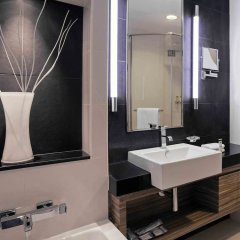 Отель Pullman Dubai Jumeirah Lakes Towers ванная фото 2