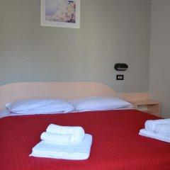 Hotel Laura Римини сейф в номере