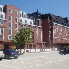 Ramada Hotel & Suites Bucharest North парковка