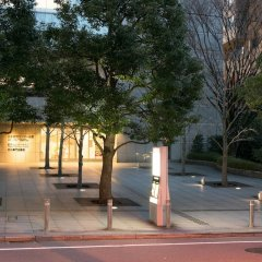 Toshi Center Hotel парковка