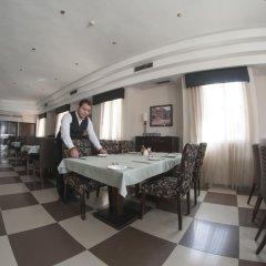Отель La Maison Hotel Иордания, Вади-Муса - отзывы, цены и фото номеров - забронировать отель La Maison Hotel онлайн питание