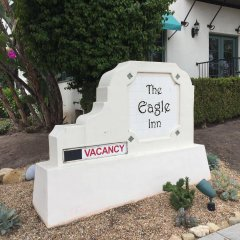 Отель The Eagle Inn парковка