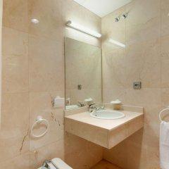 Отель Tryp Madrid Airport Suites ванная