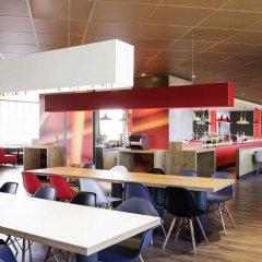 Отель ibis Schiphol Amsterdam Airport Нидерланды, Бадхевердорп - 7 отзывов об отеле, цены и фото номеров - забронировать отель ibis Schiphol Amsterdam Airport онлайн питание фото 3