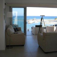 Отель Trident Beach Front Suite Кипр, Протарас - отзывы, цены и фото номеров - забронировать отель Trident Beach Front Suite онлайн комната для гостей фото 2