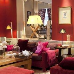 Отель Hôtel Sainte-Beuve гостиничный бар