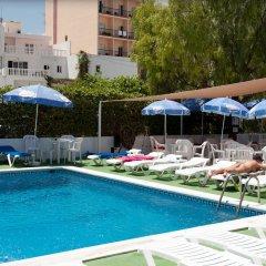 Отель The Red by Ibiza Feeling бассейн