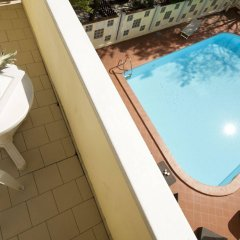 Отель Astoria Suite Hotel Италия, Римини - 9 отзывов об отеле, цены и фото номеров - забронировать отель Astoria Suite Hotel онлайн балкон