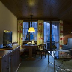 Отель HUUS Gstaad Швейцария, Занен - отзывы, цены и фото номеров - забронировать отель HUUS Gstaad онлайн комната для гостей фото 5