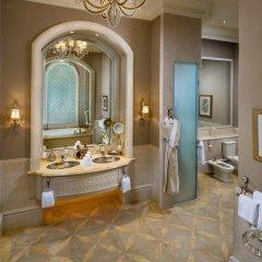 Отель Emirates Palace Abu Dhabi сейф в номере