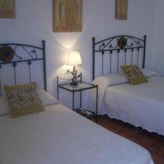 Отель Hostal El Canario Испания, Кониль-де-ла-Фронтера - отзывы, цены и фото номеров - забронировать отель Hostal El Canario онлайн комната для гостей фото 5