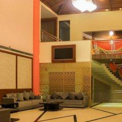 Отель Dee Marks Hotel & Resorts Индия, Нью-Дели - отзывы, цены и фото номеров - забронировать отель Dee Marks Hotel & Resorts онлайн интерьер отеля