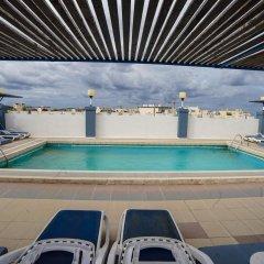 Отель Coral Hotel Мальта, Сан-Пауль-иль-Бахар - 2 отзыва об отеле, цены и фото номеров - забронировать отель Coral Hotel онлайн бассейн
