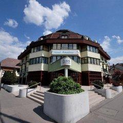 Hotel Amadeus парковка