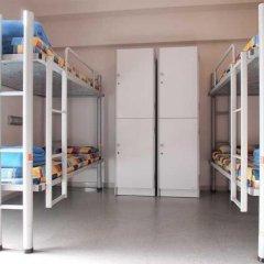 Barcelona Pere Tarrés Hostel Кровать в мужском общем номере с двухъярусной кроватью