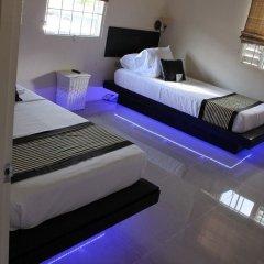 Отель Zades Vacation Home комната для гостей