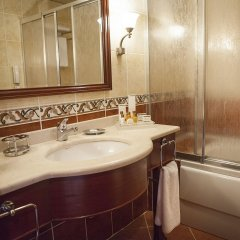 Bilek Istanbul Hotel Турция, Стамбул - 1 отзыв об отеле, цены и фото номеров - забронировать отель Bilek Istanbul Hotel онлайн ванная