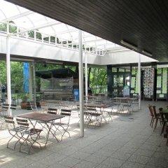 Отель Munich Camping Glamping and Dorms Мюнхен бассейн