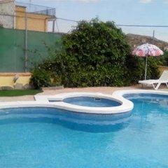 Отель Cuevas de Medinaceli бассейн