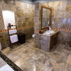 Отель Pilgrimage Village Hue Вьетнам, Хюэ - отзывы, цены и фото номеров - забронировать отель Pilgrimage Village Hue онлайн ванная