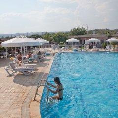 Grand Ada Hotel бассейн