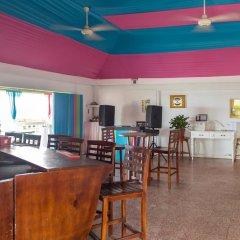 Отель Sunset Beach Studio At Montego Bay Club Resort Ямайка, Монтего-Бей - отзывы, цены и фото номеров - забронировать отель Sunset Beach Studio At Montego Bay Club Resort онлайн гостиничный бар