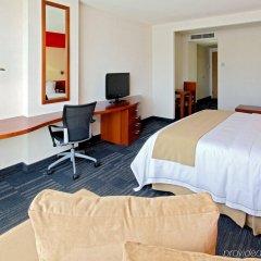 Отель Holiday Inn Express Guadalajara Expo сейф в номере