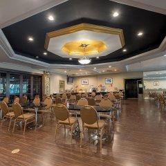 Howard Johnson Inn Fullerton Hotel and Conference Center питание