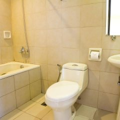 Отель Gran Prix Manila Филиппины, Манила - 1 отзыв об отеле, цены и фото номеров - забронировать отель Gran Prix Manila онлайн ванная