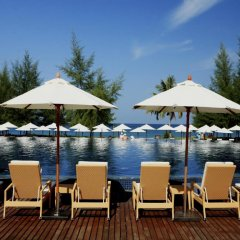 Отель Splash Beach Resort by Langham Hospitality Group бассейн фото 3