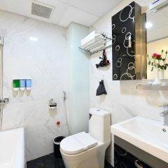 Отель Hanoi Bella Rosa Trendy Hotel Вьетнам, Ханой - отзывы, цены и фото номеров - забронировать отель Hanoi Bella Rosa Trendy Hotel онлайн ванная
