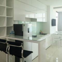 Апартаменты Sunrise Ocean View Apartment Нячанг в номере