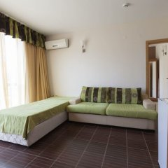 Апартаменты One Bedroom Apartment with Large Balcony комната для гостей фото 2