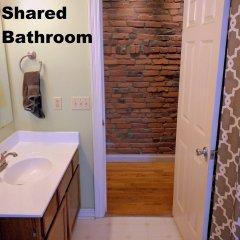 Отель Short North Guesthouse США, Колумбус - отзывы, цены и фото номеров - забронировать отель Short North Guesthouse онлайн ванная фото 2