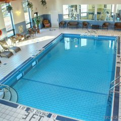 Отель Holiday Inn Express & Suites Charlottetown бассейн