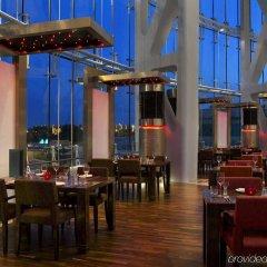 Отель Hilton Capital Grand Abu Dhabi ОАЭ, Абу-Даби - отзывы, цены и фото номеров - забронировать отель Hilton Capital Grand Abu Dhabi онлайн питание фото 2