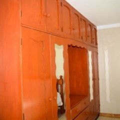 Апартаменты Al Minhaj Service Apartments Вити-Леву сейф в номере