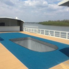 Отель Compass River City Boatel бассейн