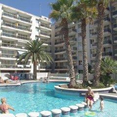 Отель Apartamentos Los Peces Rentalmar Испания, Салоу - 1 отзыв об отеле, цены и фото номеров - забронировать отель Apartamentos Los Peces Rentalmar онлайн бассейн